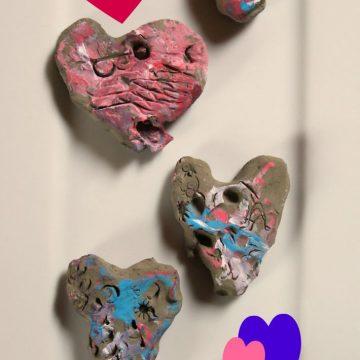 Kiparstvo za malčke: valentinovi srčki in trik z glino