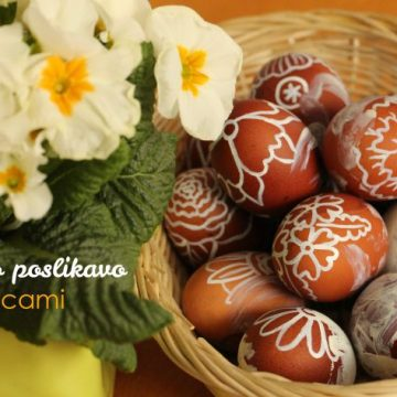 Velikonočno ustvarjanje z malčkom: pirhi z belo poslikavo in rožami