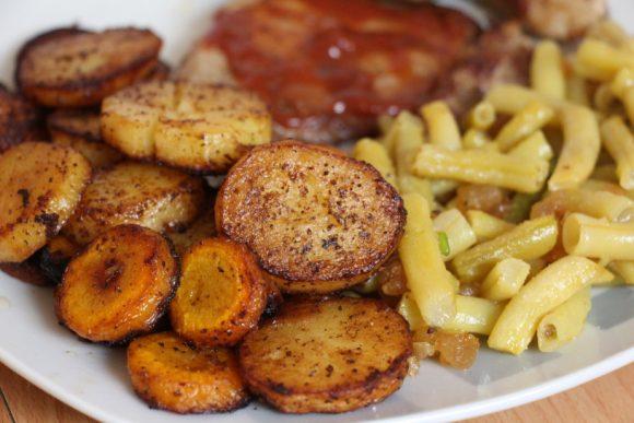 Pečeni krompirjevi in korenjevi cekini