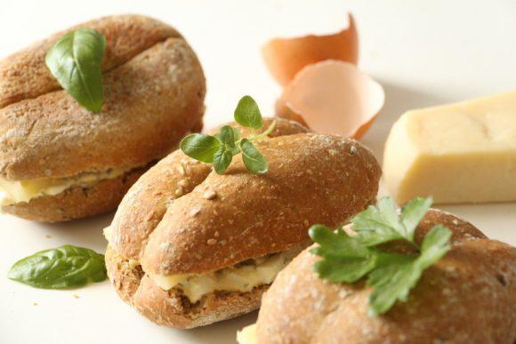 Sirovi sendviči z jajčnim namazom