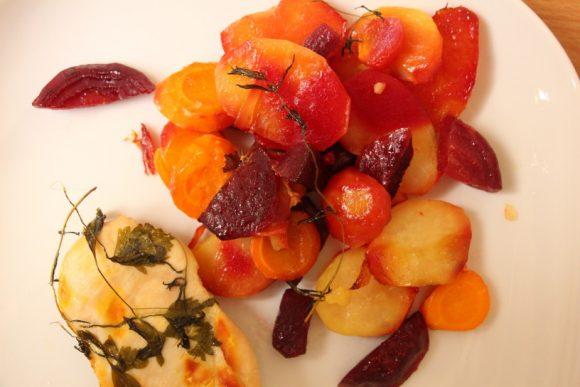 V foliji pečena zelenjava in meso