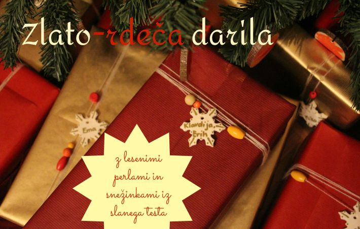 Zlato-rdeča darila z lesenimi perlami in snežinkami iz slanega testa