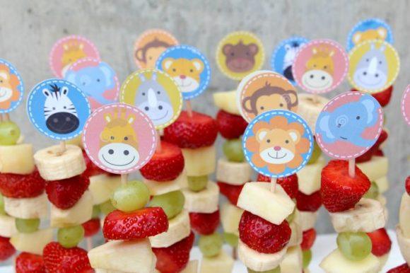 Sadna nabodala – privlačen in zdrav prigrizek za otroško zabavo