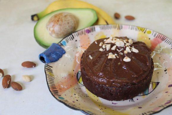 Veganska sladica z jagodami in čokolado