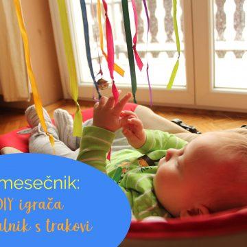 3-mesečnik: DIY igrača obešalnik s trakovi