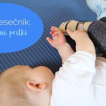 5-mesečnik: spretni prstki